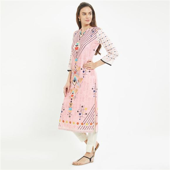 Baby Pink Color Casual Wear Geometric Printed Kurti in Prime Rayon Fabric
